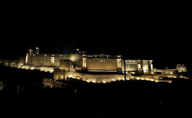 palác v noci