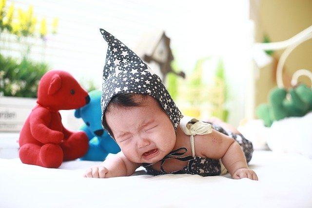 brečící miminko