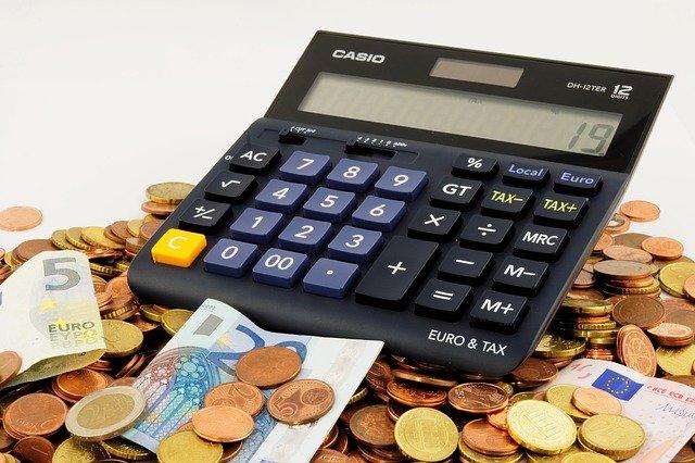 mince, bankovky, kalkulačka