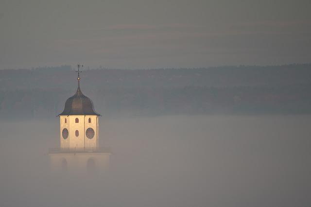 kostel v mlze.jpg