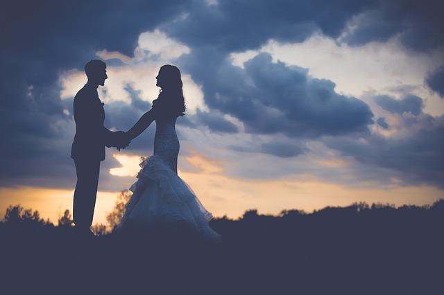 novomanželé za soumraku.jpg