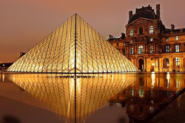 pyramida paříž